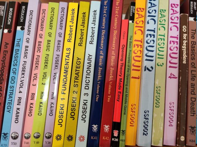 Go Baduk Weiqi bøger i reol